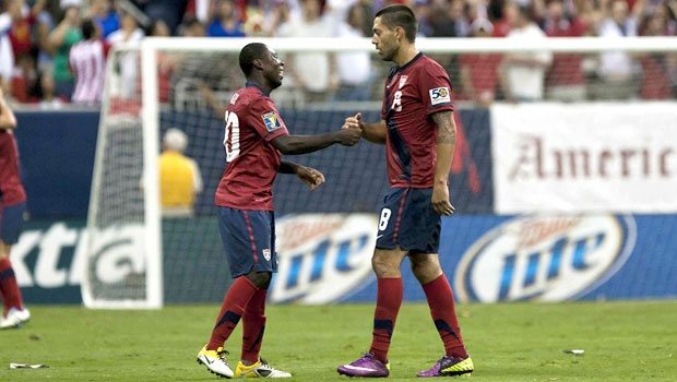 Clint Dempsey (right) and Freddy Adu (left). (Photo: MexSport)