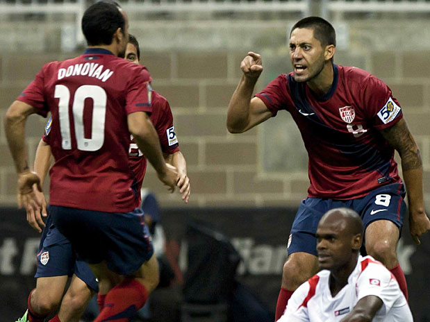 Landon Donovan (10) and Clint Dempsey (8). (Photo: MexSport)